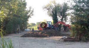 ruspe in azione per la pulitura/setacciatura del terreno
